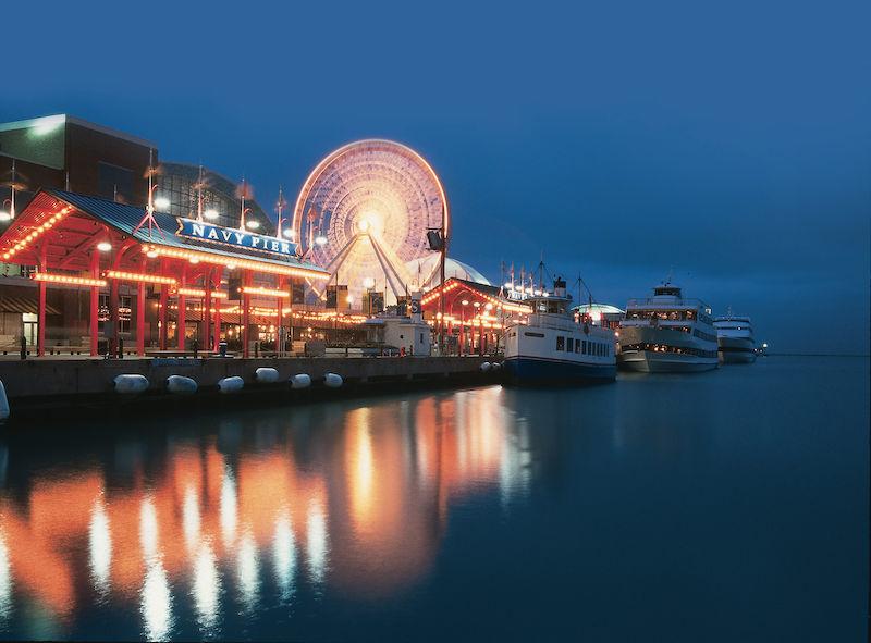 Navy Pier à noite em Chicago