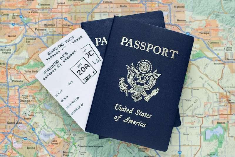 Passaporte e passagens aéreas para Chicago