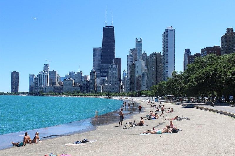 Melhor época para conhecer Chicago: praia Oak Street Beach