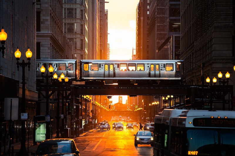 Trem e ônibus em Chicago