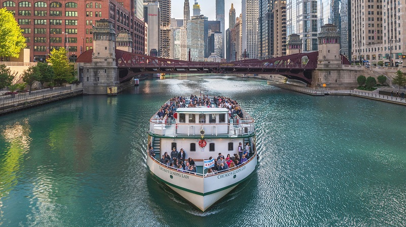 Barco no lago Michigan em Chicago