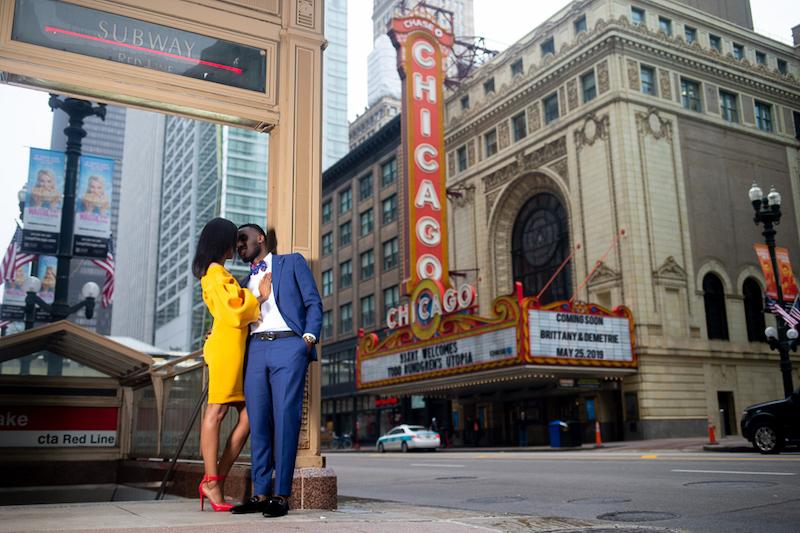 Casal no Chicago Theatre