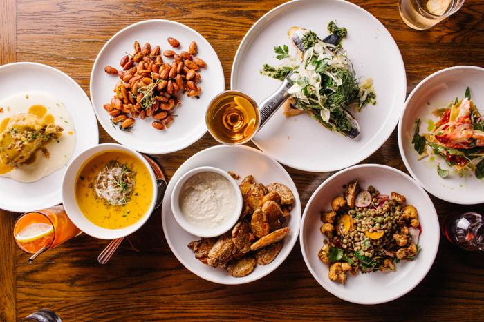 Comida no restaurante The Purple Pig em Chicago