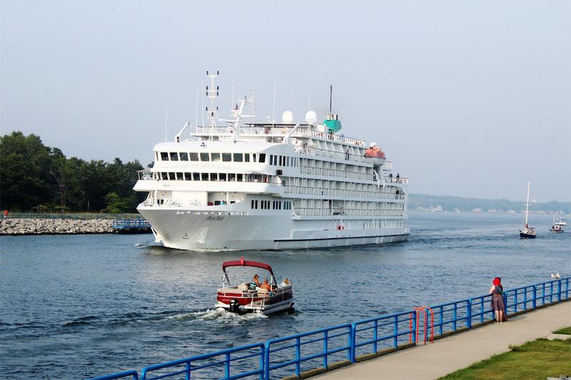 Cruzeiro da Great Lakes Cruise Company nos Grandes Lagos