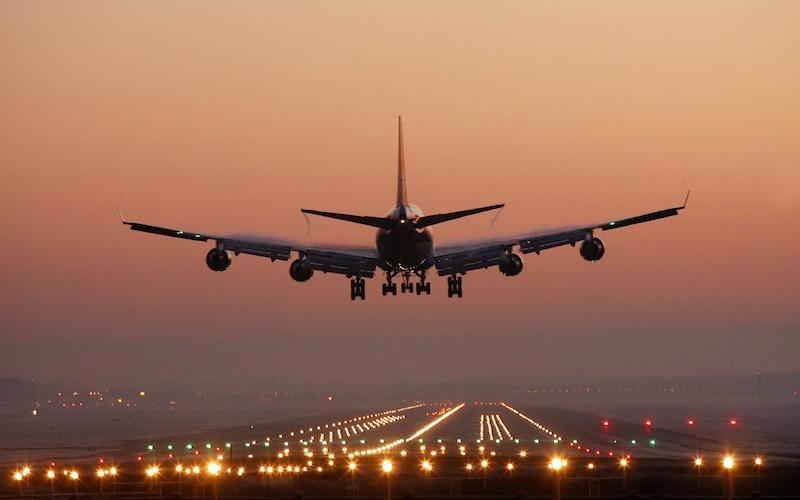 Quantas milhas é uma passagem aérea para Chicago: avião