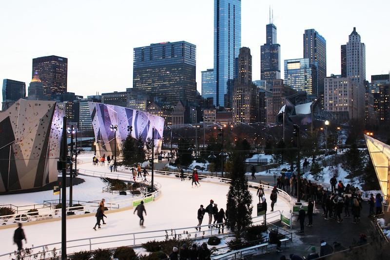 Ano Novo em Chicago: patinação no gelo no Maggie Daley Park