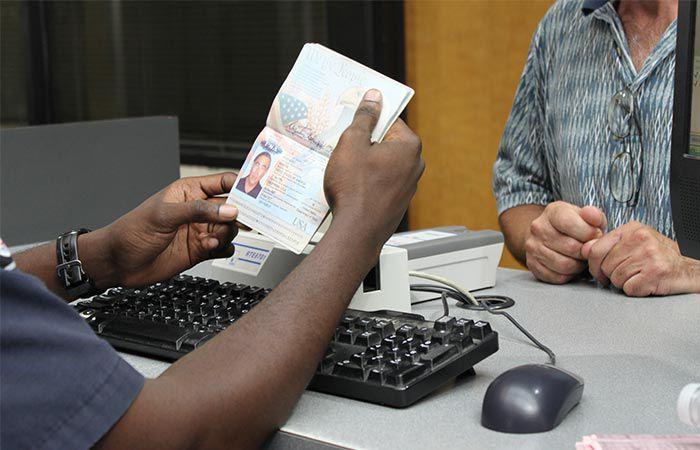 Avaliação de documentos na imigração em Chicago e Estados Unidos