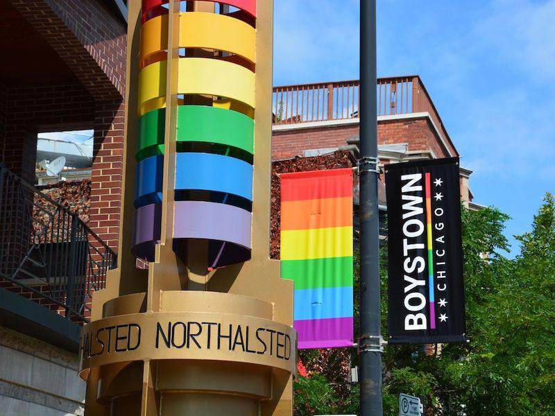 Lugares LGBTI em Chicago: bandeiras em Boystown