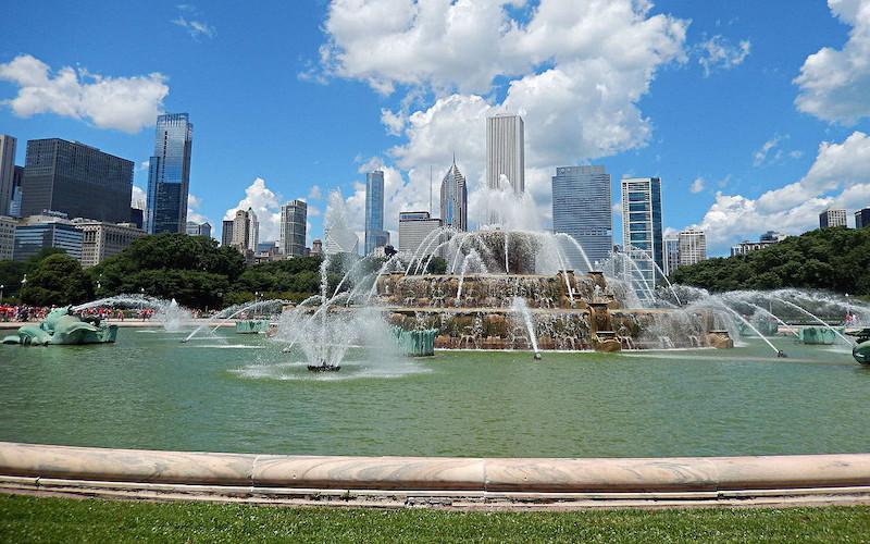 Jatos d'água na Buckingham Fountain em Chicago