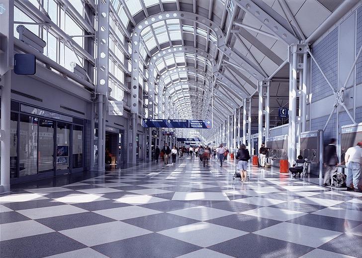 Interior do Aeroporto Internacional O'Hare em Chicago