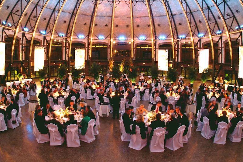 Ano Novo em Chicago: jantar da festa Resolution Gala no Aon Grand Ballroom