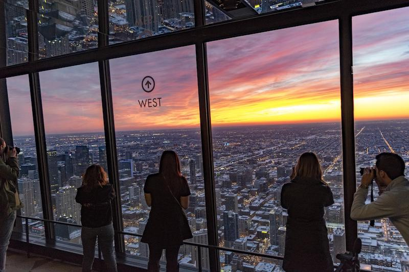 Pôr do sol no 360 Chicago Observation Deck