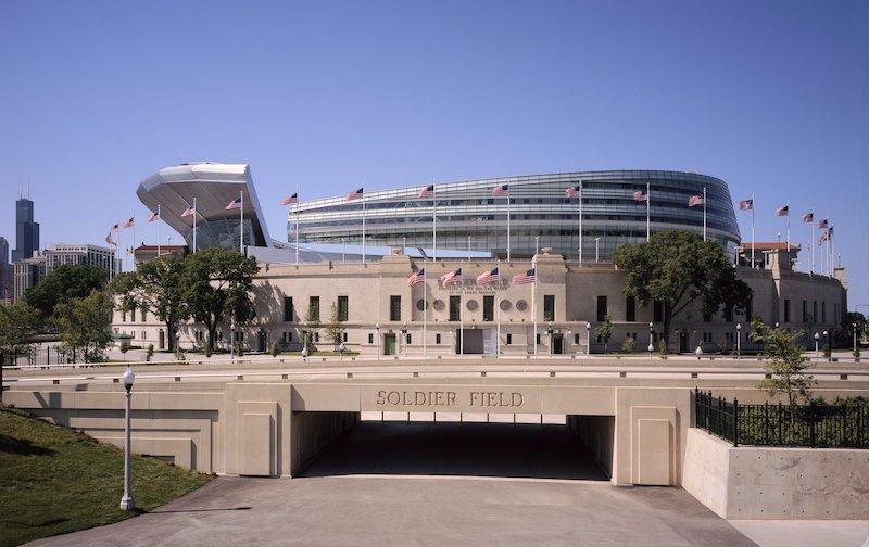 Fachada do estádio Soldier Field em Chicago