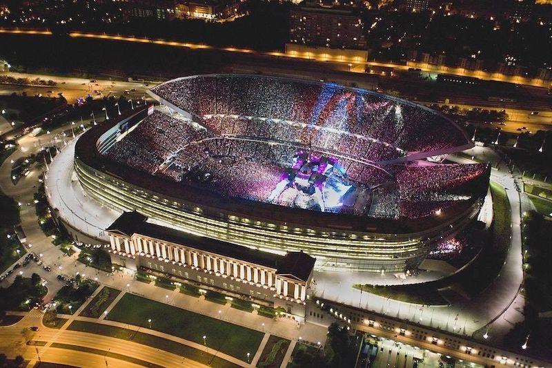 Show no estádio Soldier Field lotado em Chicago