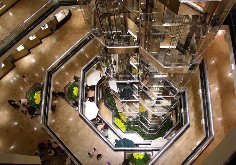 Estrutura do shopping Water Tower Place em Chicago