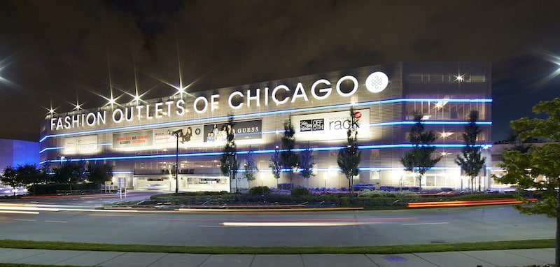 Fashion Outlets of Chicago à noite