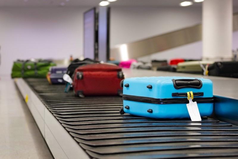 Esteira de bagagens no aeroporto