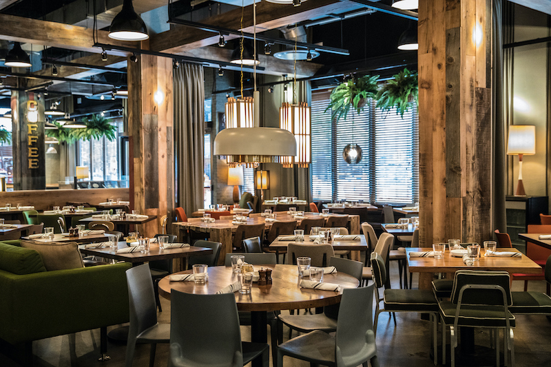 Interior do restaurante Beatrix em Chicago