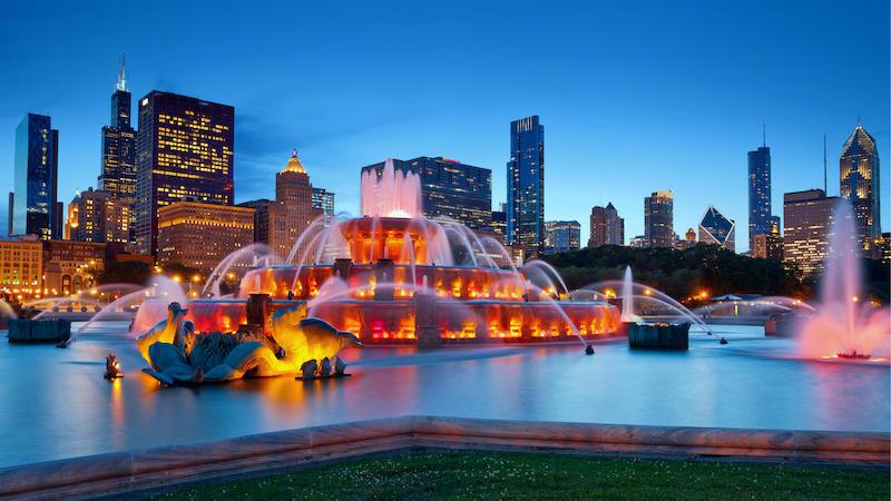 Buckingham Fountain à noite em Chicago