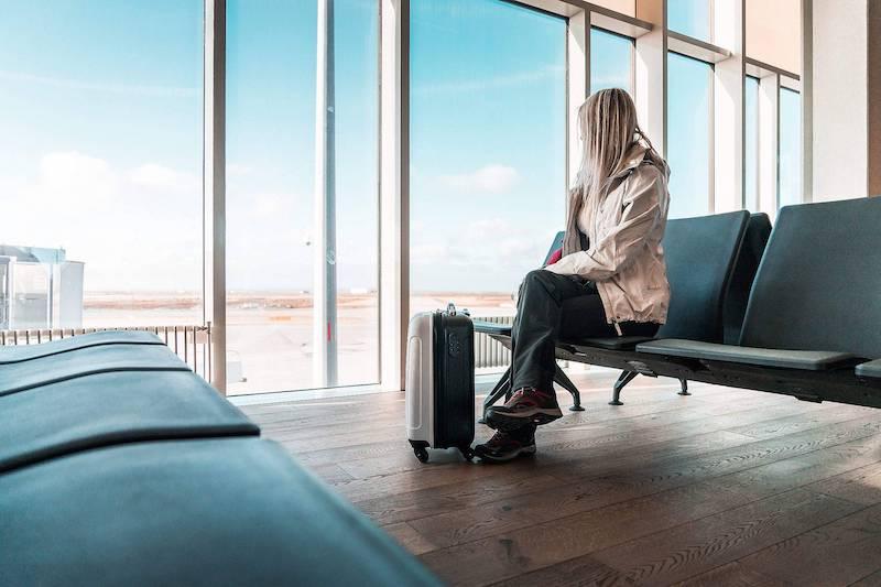 Passageiro aguardando voo atrasado