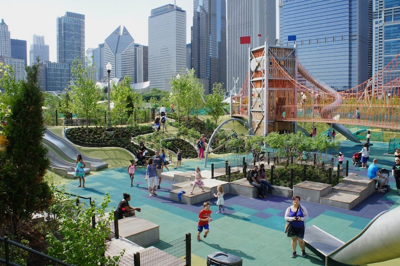 Parque infantil no Maggie Daley Park em Chicago