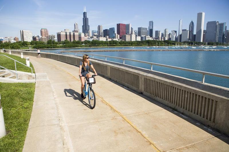 Andando de bicicleta em Chicago