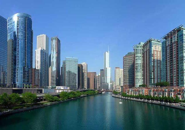 Edifícios ao redor do Chicago River
