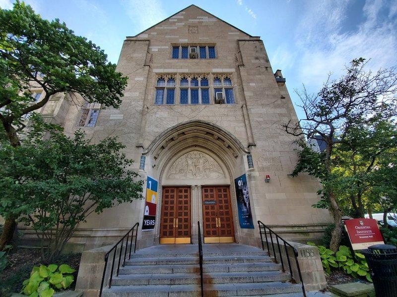Entrada do Oriental Institute of the University of Chicago